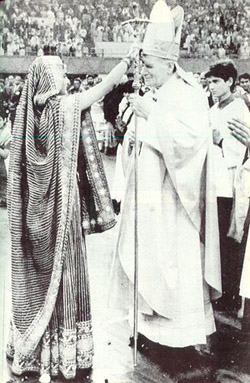 john paul blessed by Hindu priestess